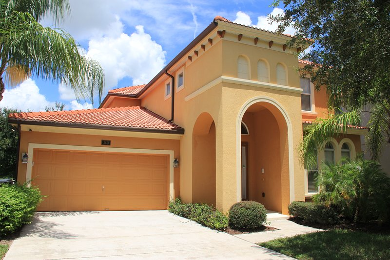PERFECT FLORIDA GET-A-WAY WITH 5 BEDROOMS, 5 BATHROOMS & PRIVATE POOL & SPA, vacation rental in Davenport
