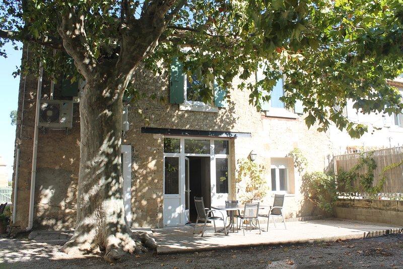 Fassade und Terrasse Ferienhaus La Picholine