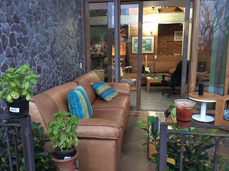 Casa California Medellin est un Bed and Breakfast et une auberge de luxe dans les collines de Medellin.