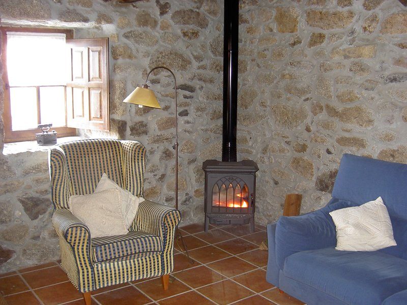 Casa Darío. Acogedora casa rural (alquiler íntegro) 3 habitaciones (6 personas), location de vacances à San Pedro
