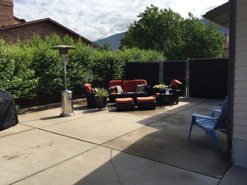 Le mobilier extérieur est mis en place de mai à octobre en fonction de la météo.