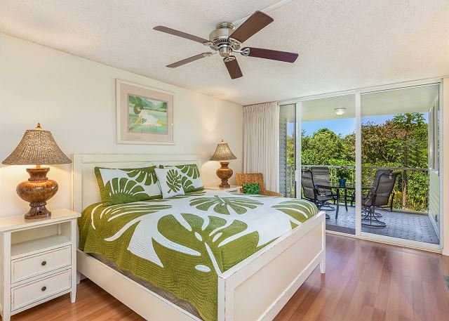 King Bed with Tropical Decor