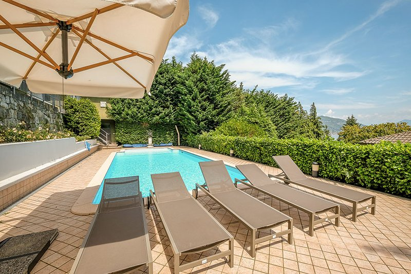 Luxury Villa on a scenic and panoramic hill overlooking the Maggiore Lake, holiday rental in Meina