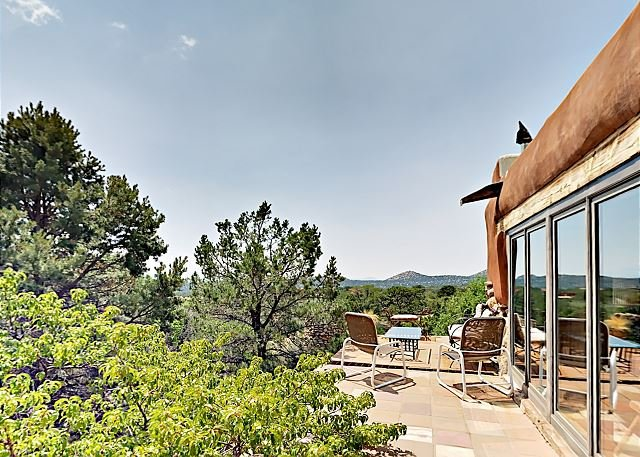 Pueblo-Style Gem w/ Terrace & Gazebo - Mountain View & Nearby Hiking Trails, casa vacanza a Pecos
