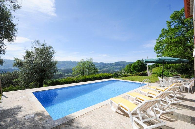 Ranhados Villa Sleeps 8 with Pool - 5658327, location de vacances à Arcos de Valdevez