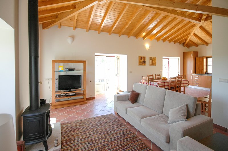 Estoraos Villa Sleeps 8 with Pool - 5658331, holiday rental in Correlha