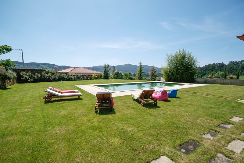 Fornelos Villa Sleeps 12 with Pool - 5658330, holiday rental in Correlha