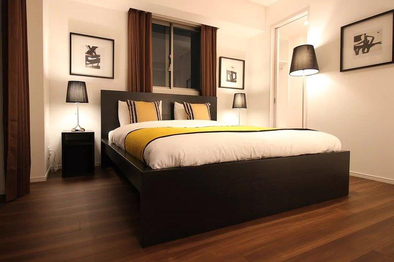 Queen bed, clean linen