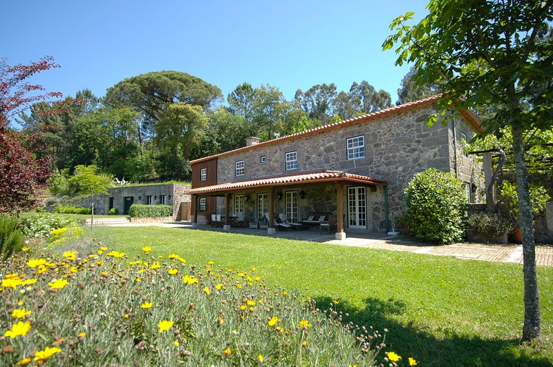 Calheiros Villa Sleeps 14 with Pool - 5658329, alquiler vacacional en Calheiros