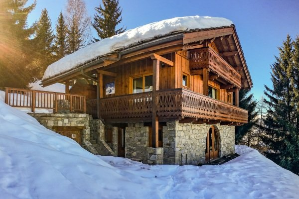Luxury Chalet Pisteside, ski-in/ski-out, hot tub, fantastic views, La Plagne, holiday rental in Les Coches