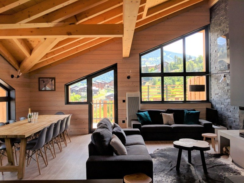 Stunning Chalet Husky, right by ski lift, hot tub, fantastic views, Montchavin, location de vacances à Montchavin