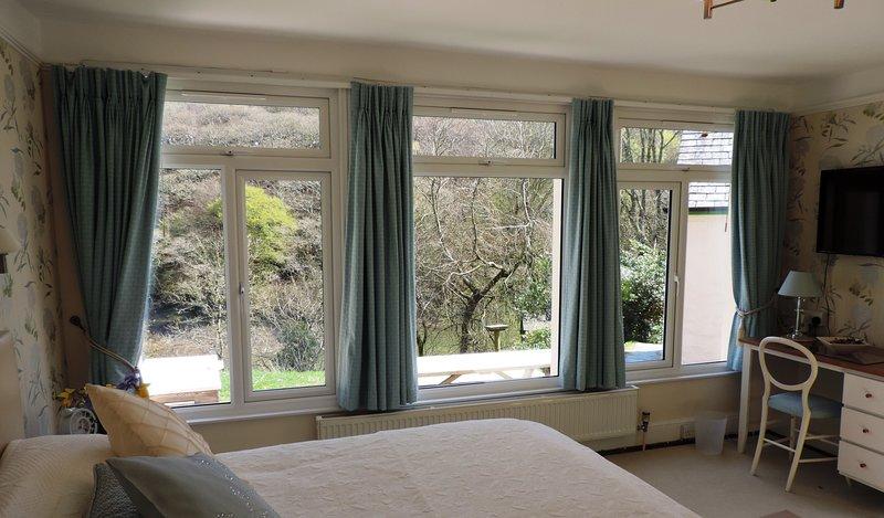 Flexible sleeping arrangements in Garden Room - zip and link beds