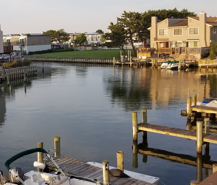 canal front with boat slip, boat ramp, pool, WiFi, Cable, Netflix, HBO & more, alquiler de vacaciones en Ocean City