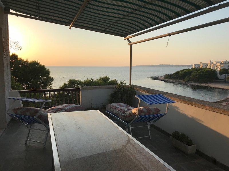 Suite di lusso a Gallipoli, attico con terrazzo e discesa privata alla spiaggia, vacation rental in Rivabella