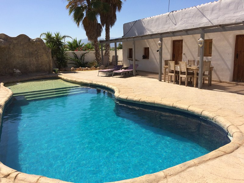Big villa with swimming-pool & Wifi, casa vacanza a Cuevas de Reyllo