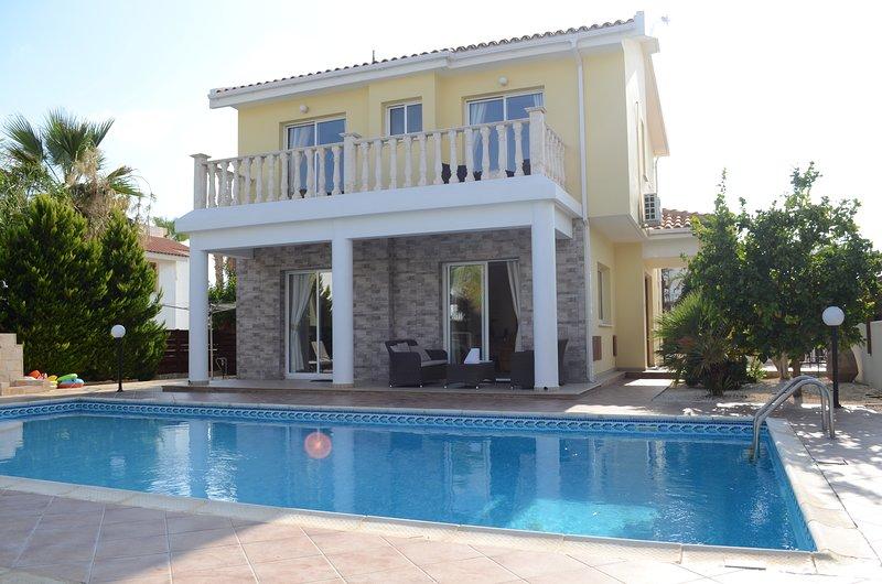 3 bed villa in Coral Bay with Private Pool, aluguéis de temporada em Coral Bay