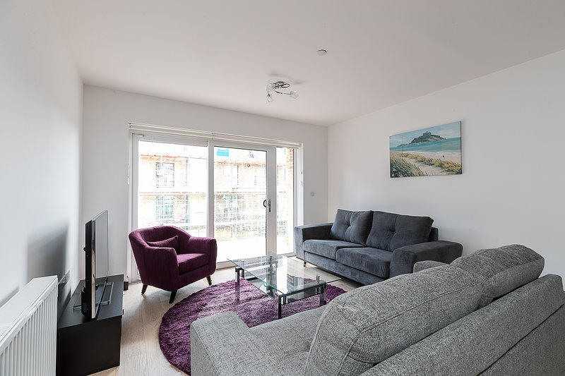 Luxury Riverside Apartment in Barking, holiday rental in Barking and Dagenham