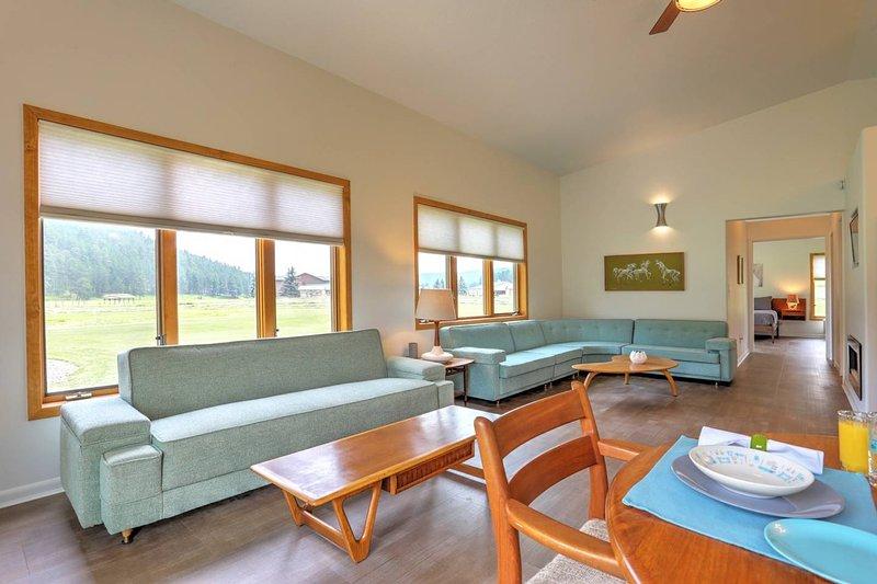 The Owl Cabin at Freebird Ranch (Pool access, Sleeps 6), alquiler de vacaciones en Piedmont