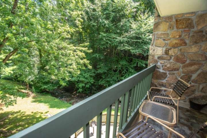 Couples Retreat!  163 Village Stream-Wooded View from Balcony-FP-Gatlinburg*FREE, vacation rental in Gatlinburg