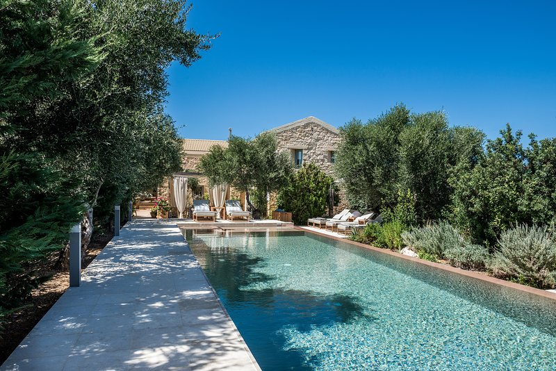 High quality stone made villa with private pool, garden, park & full privacy!, holiday rental in Kalathas