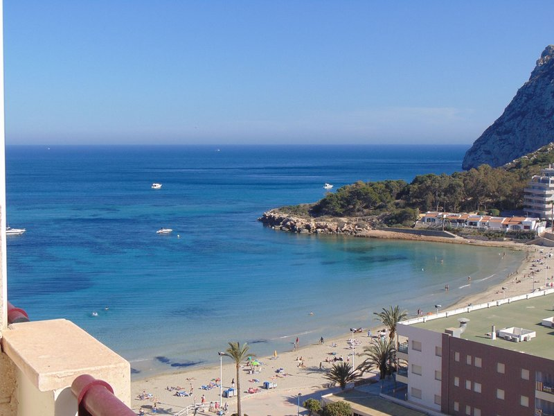 Beachfront penthouse with pool and sea views 312C, holiday rental in Calpe