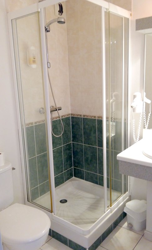 Shower room double room No 9