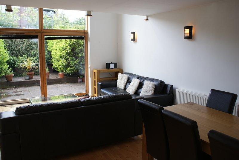 Shortletting by Centro Apartments Campbell Park MK - No.30, holiday rental in Marston Moretaine