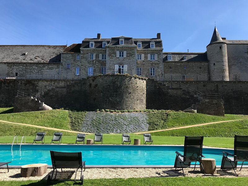Kasteeldomein met zwembad en tennis voor famiie en zakelijk, location de vacances à Huy