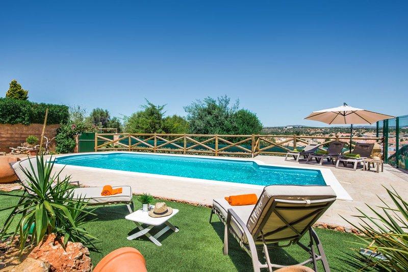 Algoz Villa Sleeps 4 with Pool Air Con and WiFi - 5666431, vacation rental in Algoz