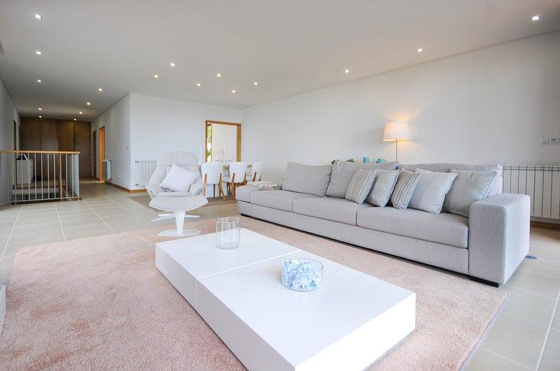 Rego Villa Sleeps 10 with Pool - 5658528, location de vacances à Vila Praia de Ancora
