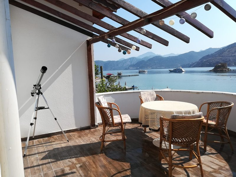 Waterfront flat with extraordinary view, holiday rental in Sogut
