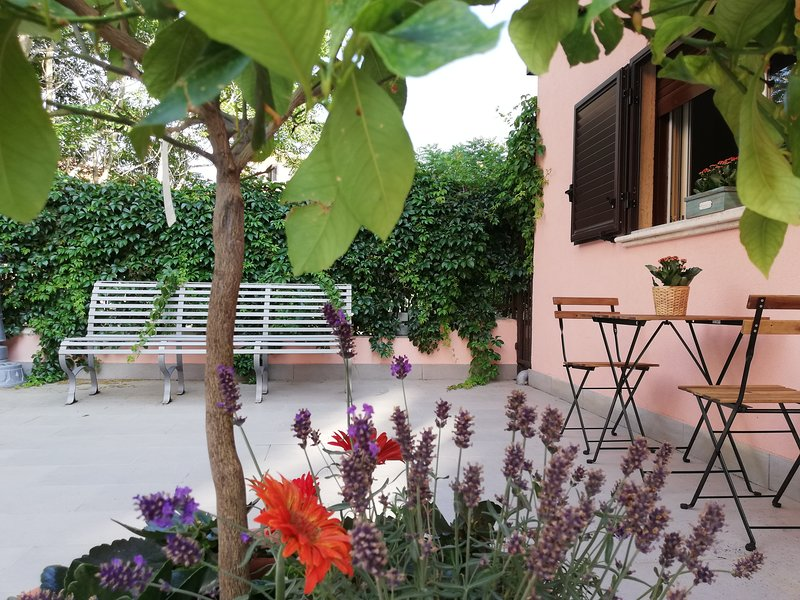 Noah Elegance Home - Villa in centro città, vacation rental in Aidone