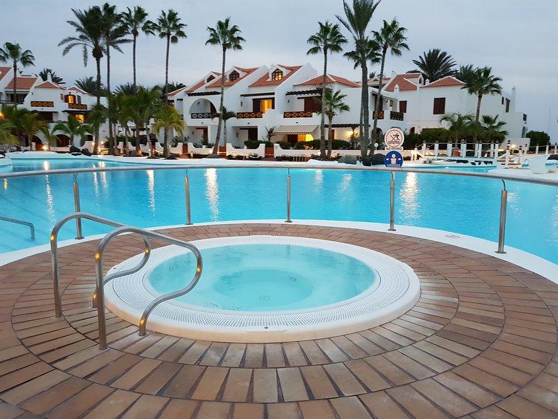 DUPLEX CON VISTAS AL MAR EN PARQUE SANTIAGO 3, aluguéis de temporada em Playa de las Américas