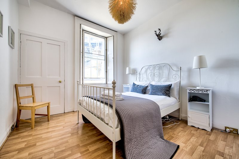 ★Old Town Apartment by the Castle, Edinburgh★ Has Internet ...