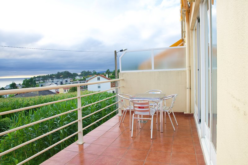 Spacious house with pool access, vacation rental in Monfero