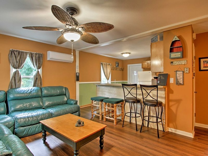 Pine View Cottage W/Lake Access,Wtr Prk Pack Available, Tesla/EV Charging, holiday rental in Briggsville