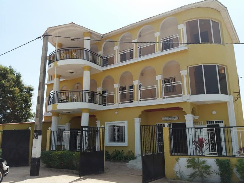 Chestnut Holiday Apartments, casa vacanza a Batokunku