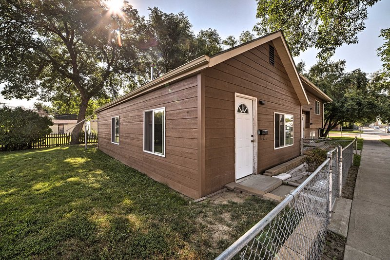 Four people can unwind in this home after exploring Billings & its surroundings.
