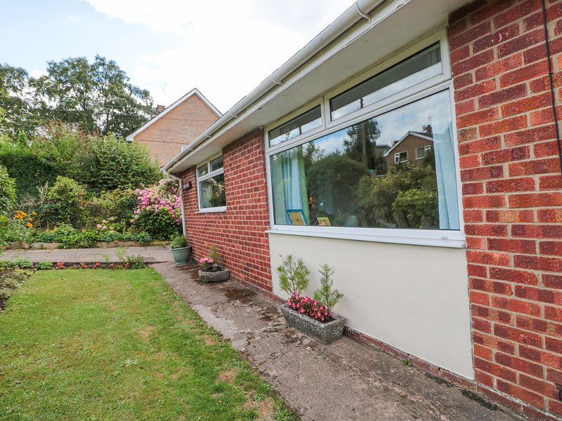 HOME VIEW, conservatory, walks from the doorstep, near Coleford, holiday rental in Broadwell