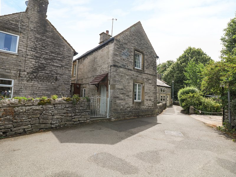 MILL LEAT, enclosed courtyard, charming setting, in Castleton, vacation rental in Rochdale