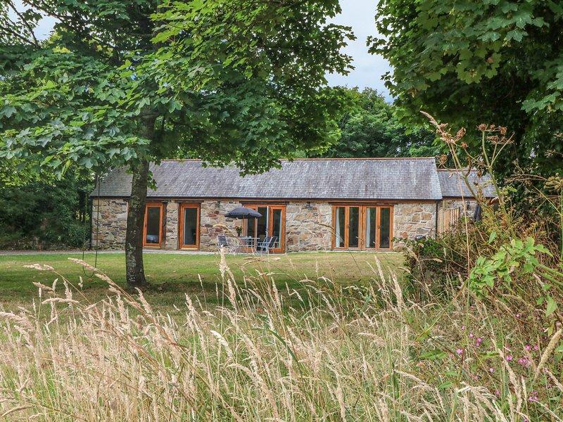 IVY COTTAGE, barn conversion, near Marazion, vakantiewoning in St Hilary