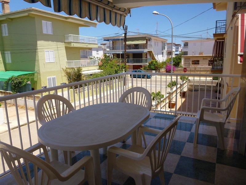 Bonito apartamento a 80m de la playa, holiday rental in Oliva