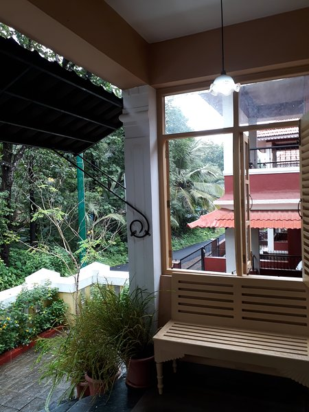 'THE COUNTRY HOUSE' - 1, holiday rental in Corlim