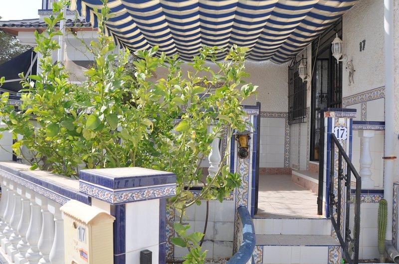 Bungalow en Guardamar del Segura / Urbanización El Moncayo / Piscina / Playa, alquiler vacacional en Guardamar del Segura