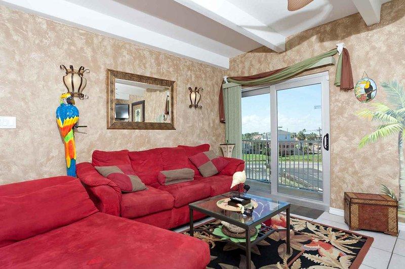 Belle pièce à vivre avec vue et accès au balcon.