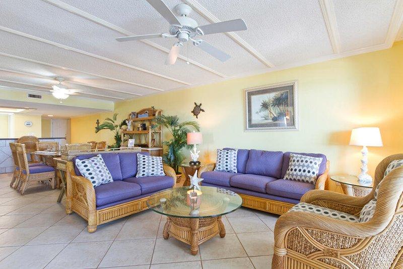 Saida IV 901 Living Area