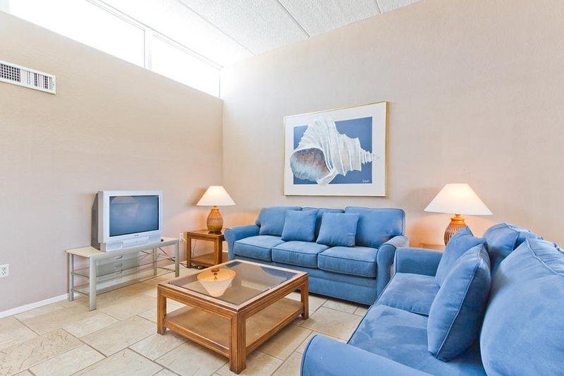 Villa Del Sol 304 - Terrific 2 Bedroom with Huge Balcony Overlooking Pool & Hot, vacation rental in Port Isabel