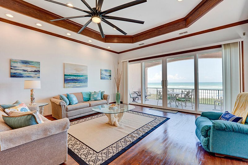 Mi Casa es Su Casa - Entire Townhouse on the Gulf of Mexico, prepare to be, holiday rental in South Padre Island