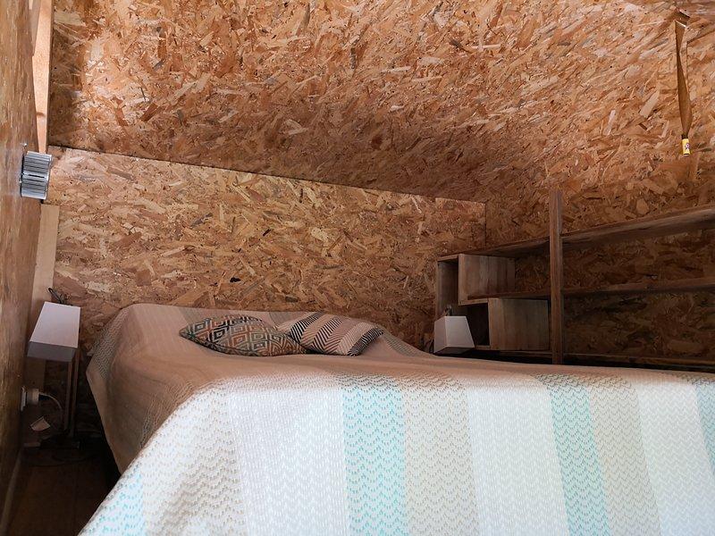 Mezzanine bedroom n cozy with storage