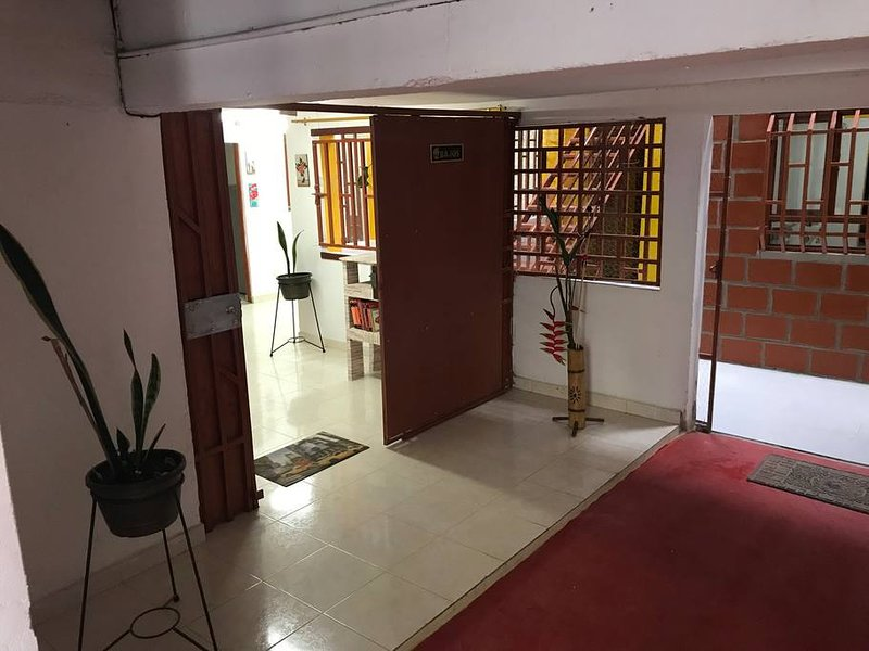 Apartamento amoblado cerca al parque principal (Circasia, Quindío), holiday rental in Alcala
